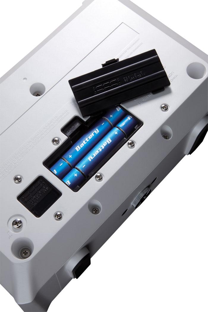 Простой трехканальный микшер, с ручками громкости для каждого канала, позволит Вам легко отстроить уровень звучания.